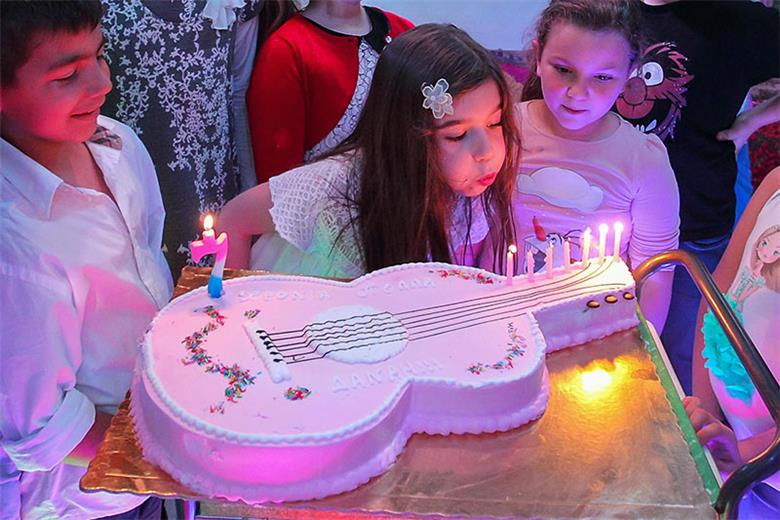 Pink Guitar Cake at Party Place